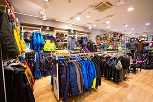 Являясь официальным представителем известных мировых брендов в СПб, сеть  фирменных магазинов CAPITAL SPORT предлагает своим клиентам самые новые  коллекции ... 6b3f4f68a39